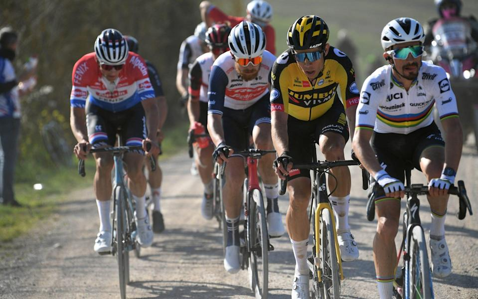 Strade Bianche 2021, live race updates — Britain's Tom Pidcock in leading group on gravel roads