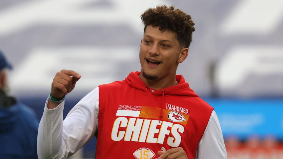 ORCHARD PARK, NY - OCTOBER 19: Patrick Mahomes #15 of the Kansas City Chiefs on the field during warmups before a game against the Buffalo Bills at Bills Stadium on October 19, 2020 in Orchard Park, New York. Kansas City beats Buffalo 26 to 17. (Photo by Timothy T Ludwig/Getty Images)