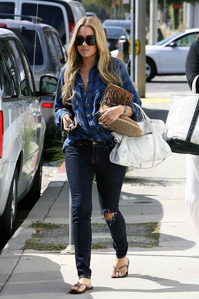 "Lauren Conrad sports a single hole in her skinny jeans. <a href=""http://www.infdaily.com"" target=""new"">INFDaily.com</a> - October 13, 2008"