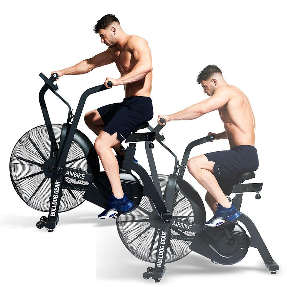 <p>Set the seat at hip height and climb on. Stand up for the first couple of pedals and use your weight to get the fan moving fast and your calorie burn up to speed. Sit back in the saddle and pump your arms and legs in unison<strong> </strong>to generate as much power as possible<strong>.</strong></p>