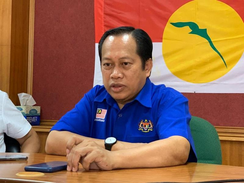 Umno supreme council member Datuk Seri Ahmad Maslan revealed today that the recent MACC compound notice he received was the third time he has been investigated for allegedly receiving money from 1MDB. — Picture by Ben Tan