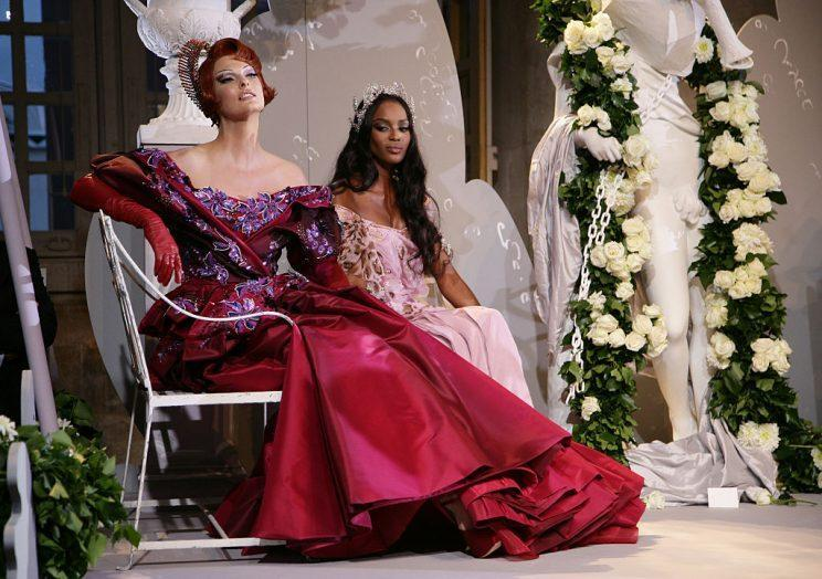Naomi Campbell and Linda Evangelista at the Fall-Winter 2007/2008 Christian Dior show. (Photo: Getty Images)