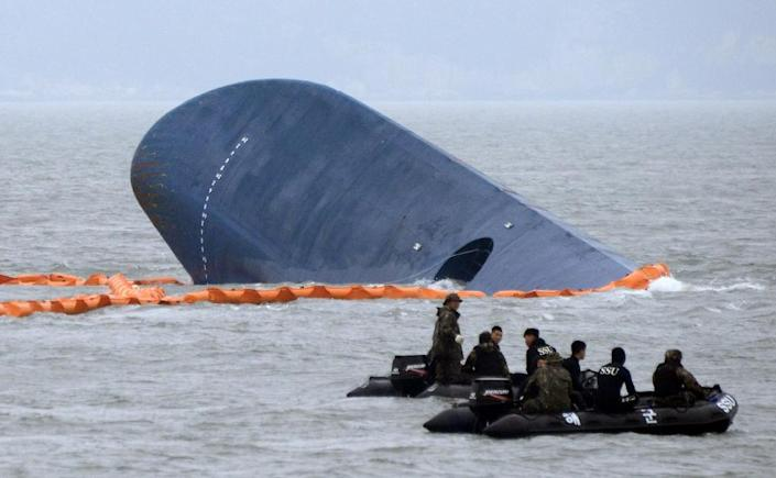 South Korean coast guard search for survivors near Sewol ferry that capsized on its way to Jeju island from Incheon, at sea some 20 km off the island of Byungpoong, on April 17, 2014 (AFP Photo/Ed Jones)