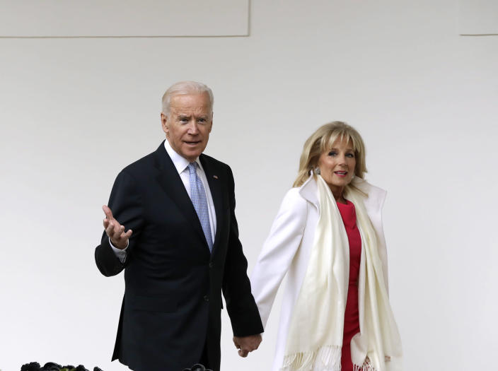 <p>Vice President Joe Biden and his wife Jill walk along the colonnades of the White House in Washington, Friday, Jan. 20, 2017, before the start of presidential inaugural festivities for the incoming 45th President of the United States Donald Trump. (Photo: Evan Vucci/AP) </p>
