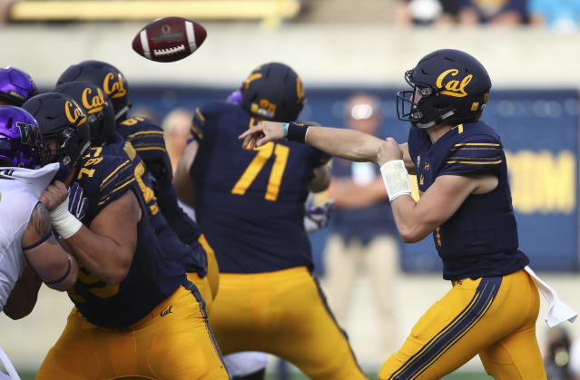 California quarterback Chase Garbers, right, passes against Washington during the first half of an NCAA college football game Saturday, Oct. 27, 2018, in Berkeley, Calif. (AP Photo/Ben Margot)
