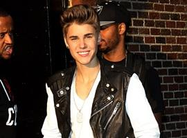 WATCH: Justin Bieber Serenades Fans Outside The Tonight Show