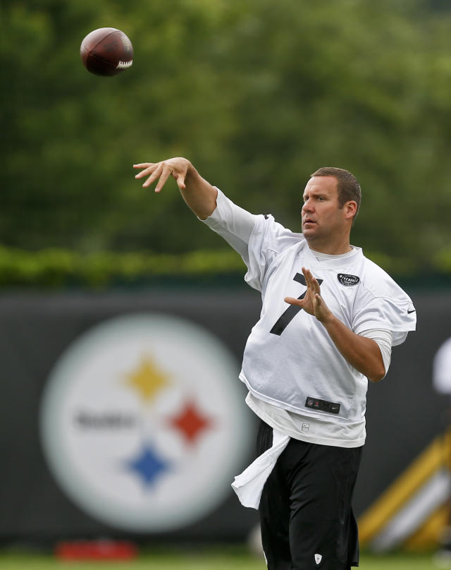 Pittsburgh Steelers quarterback Ben Roethlisberger (7) passes during NFL football practice, Tuesday, May 22, 2018, in Pittsburgh. (AP Photo/Keith Srakocic)