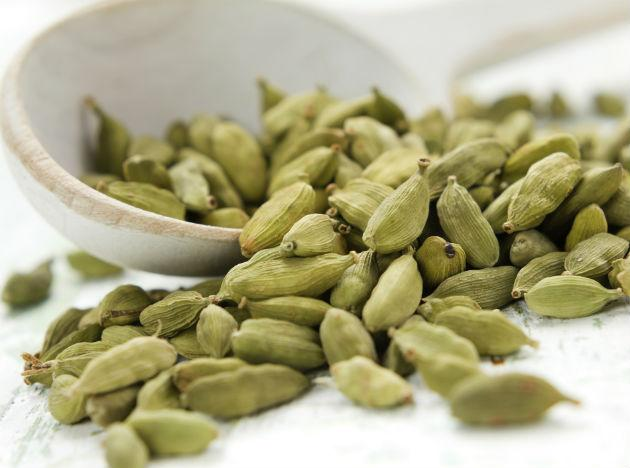 <b>Cardamom</b>: Cardamom aids the digestive process, helping the body break down and assimilate nutrients. It is also known to boost metabolism and burn body fat, aiding with weight-loss. Toss in a few cloves of cardamom into your evening chai for a steamy cup of good health.