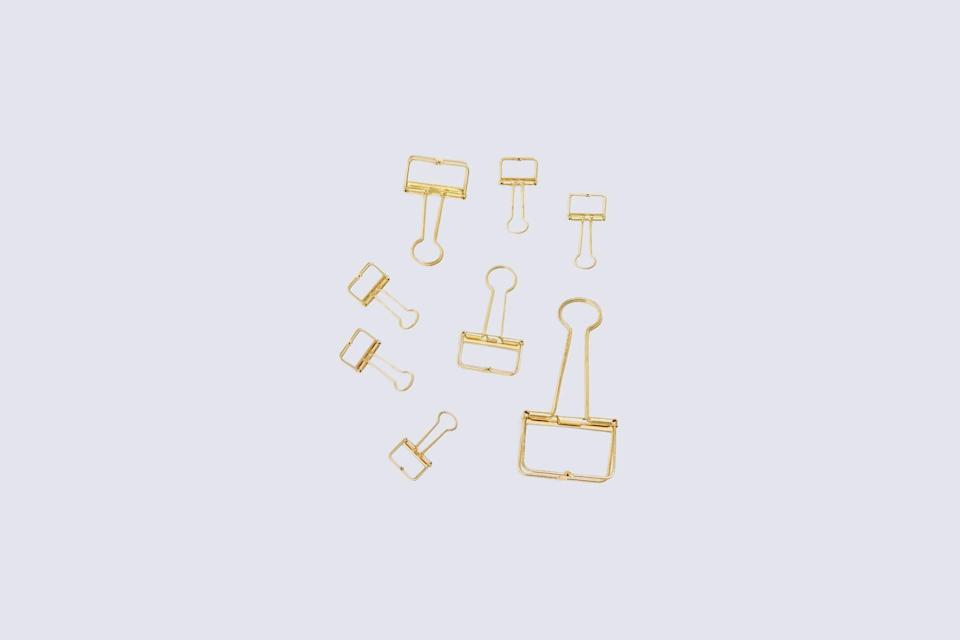 "<p>Fasten their files, projects, and curriculum documents with their own binder clips. This modern set from U Brands includes eight gold clips in three different sizes, for no matter how high their stack of grading papers looks.</p> <p><strong><em>Shop Now: </em></strong><em>U Brands Vena Wire Binder Clips Set, $10 for 8, </em><a href=""https://www.bando.com/products/vena-wire-binder-clips-set"" rel=""nofollow noopener"" target=""_blank"" data-ylk=""slk:bando.com"" class=""link rapid-noclick-resp""><em>bando.com</em></a><em>.</em></p>"