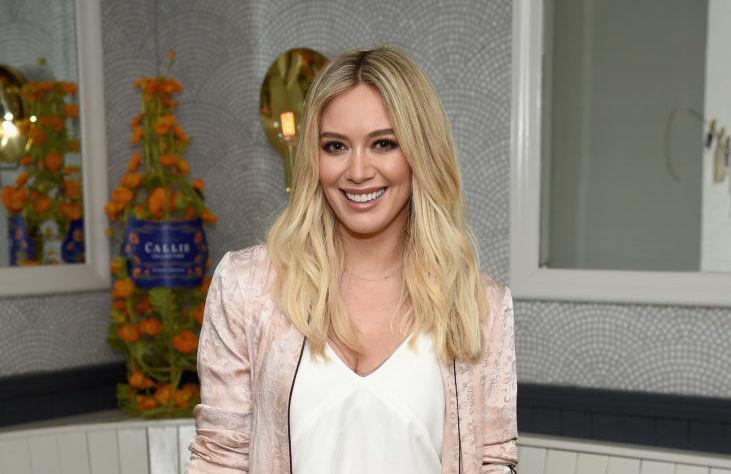 Hilary Duff S Zip Front Sports Bra Is Currently On Sale At Aerie