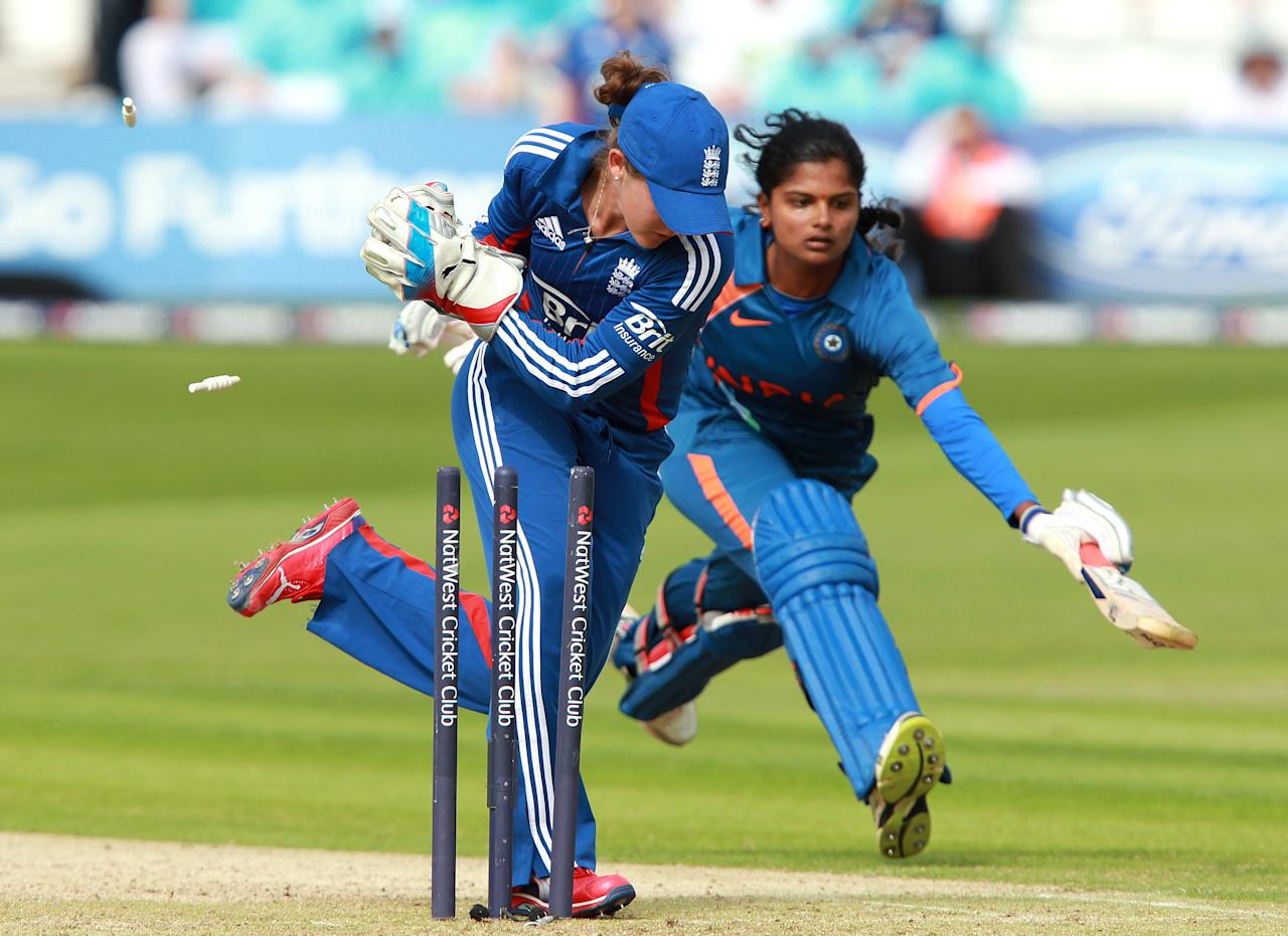 CHELMSFORD, ENGLAND - JUNE 28:   Sarah Taylor of England removes the bails to run out Nagarajan Niranjana of India during the NatWest International T20 match between England and India at Ford County Ground on June 28, 2012 in Chelmsford, England.  (Photo by Jan Kruger/Getty Images)