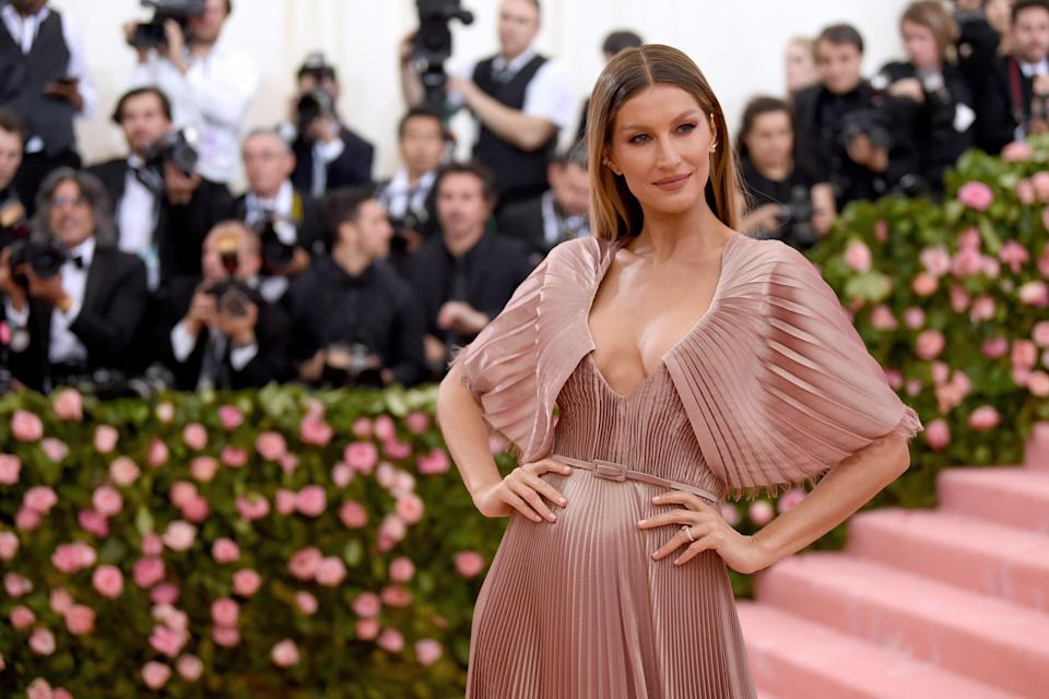 "Gisele Bündchen has one of the most recognizable faces in the world, but did you know she has a twin? Yes, a fraternal one named Patrícia Bündchen, who prefers to stay under the radar even though they began modeling at the same time. ""We did ballet, gymnastics—I think my mom was trying to keep us busy,"" Gisele told <a href=""https://www.vanityfair.com/style/2009/05/gisele-bundchen200905?mbid=synd_yahoo_rss"" rel=""nofollow noopener"" target=""_blank"" data-ylk=""slk:Vanity Fair"" class=""link rapid-noclick-resp""><em>Vanity Fair</em></a><em>.</em> ""She had to work, so we went to a modeling course—me and my twin and one of our sisters, Gabby, who's like the second twin because we're one year apart. We were the three musketeers, and we did everything together."""