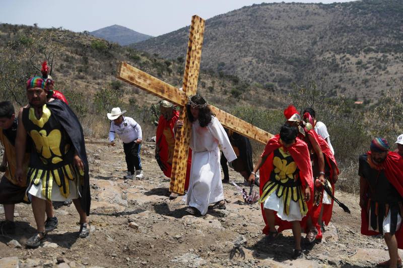 People reenact the crucifixion of Jesus on Good Friday on a hill outside the village of San Mateo, Tepotzotlán, Mexico, on April 19, 2019. (Marco Ugarte/ ASSOCIATED PRESS)