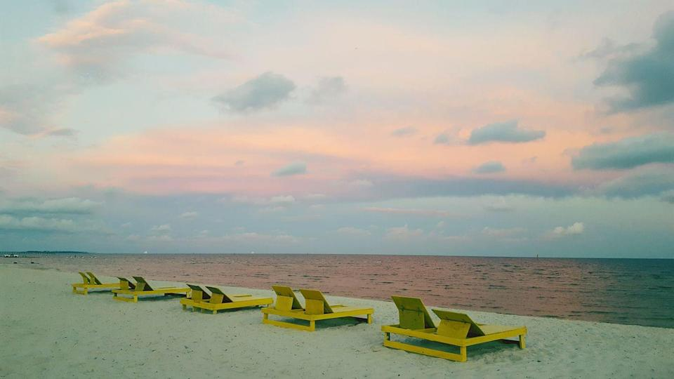 """<p>Beach vacations don't always have to be tough on your wallet. Take the <a href=""""https://biloxibeachcondorentals.com"""" rel=""""nofollow noopener"""" target=""""_blank"""" data-ylk=""""slk:Biloxi Resort Rentals"""" class=""""link rapid-noclick-resp"""">Biloxi Resort Rentals </a>in Gulfport, for example. A weekend here won't leave your pockets empty and it's a perfect place to spend time with the family. Check out their website for specials that are offered on a regular basis. If the weather doesn't cooperate with your beach vacay, don't fret! The <a href=""""https://www.tripadvisor.com/Attraction_Review-g43802-d7997815-Reviews-Mississippi_Coast_Model_Railroad_Museum-Gulfport_Mississippi.html"""" rel=""""nofollow noopener"""" target=""""_blank"""" data-ylk=""""slk:Mississippi Coast Modern Railroad Museum"""" class=""""link rapid-noclick-resp"""">Mississippi Coast Modern Railroad Museum</a> and <a href=""""https://www.tripadvisor.com/Attraction_Review-g43802-d10549843-Reviews-Altitude_Trampoline_Gulfport-Gulfport_Mississippi.html"""" rel=""""nofollow noopener"""" target=""""_blank"""" data-ylk=""""slk:Altitude Trampoline Park"""" class=""""link rapid-noclick-resp"""">Altitude Trampoline Park</a> are nearby for indoor fun.</p>"""