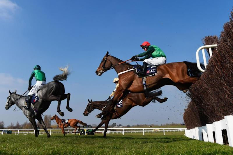 Walsh on course to victory in the JLT Novices' Chase in 2016