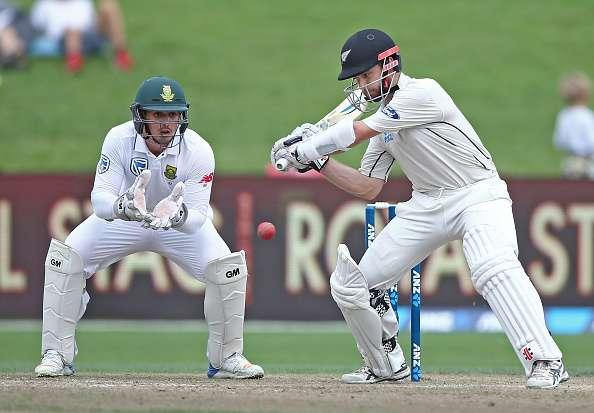 HAMILTON, NEW ZEALAND - MARCH 27: Captain Kane Williamson of New Zealand bats watched by Wicketkeeper Quinton de Kock of South Africa during day three of the Test match between New Zealand and South Africa at Seddon Park on March 27, 2017 in Hamilton, New Zealand. (Photo by Dave Rowland/Getty Images)