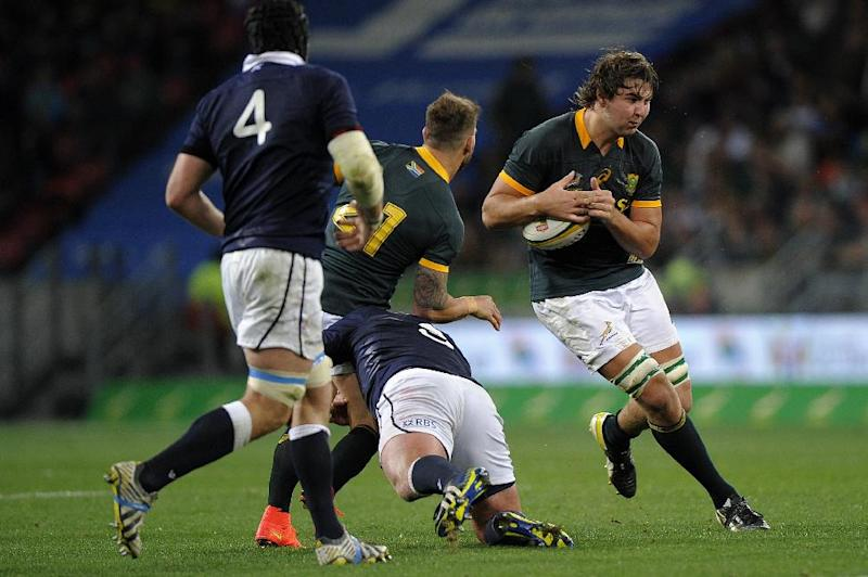 South African lock Lood de Jager (R) breaks through during their Int'l rugby union Test match against Scotland, at the Nelson Mandela Bay stadium in Port Elizabeth, on June 28, 2014 (AFP Photo/Gianluigi Guercia)