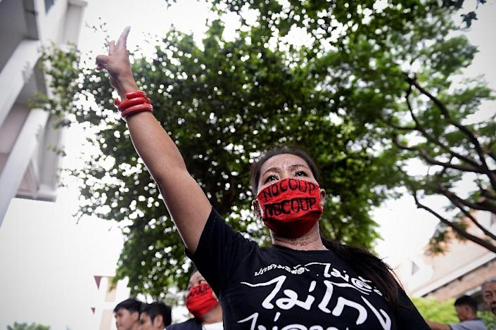 An anti-junta protester protests against military rule on the second anniversary of Thailand's military coup in Bangkok on May 22, 2016 (AFP Photo/Lillian Suwanrumpha)