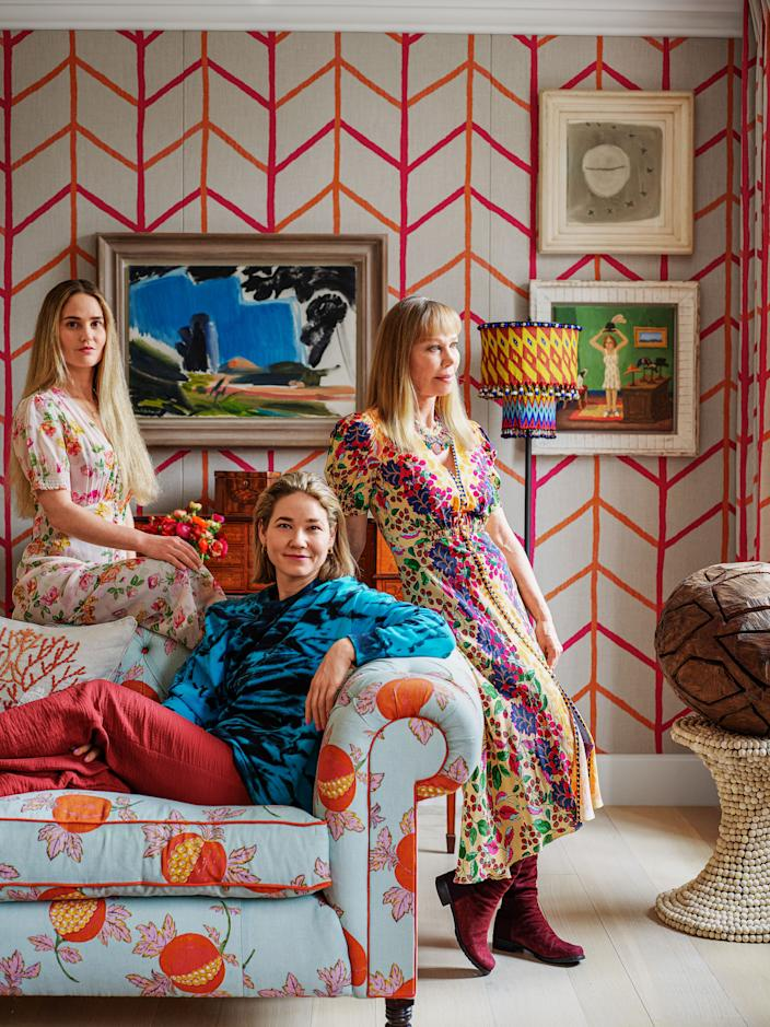"""<div class=""""caption""""> Kemp (right) and her daughters Minnie (center) and Willow lounge on the drawing room sofa, which wears a linen by <a href=""""https://www.raoultextiles.com/home"""" rel=""""nofollow noopener"""" target=""""_blank"""" data-ylk=""""slk:Raoul Textiles"""" class=""""link rapid-noclick-resp"""">Raoul Textiles</a>. </div> <cite class=""""credit"""">Simon Upton </cite>"""