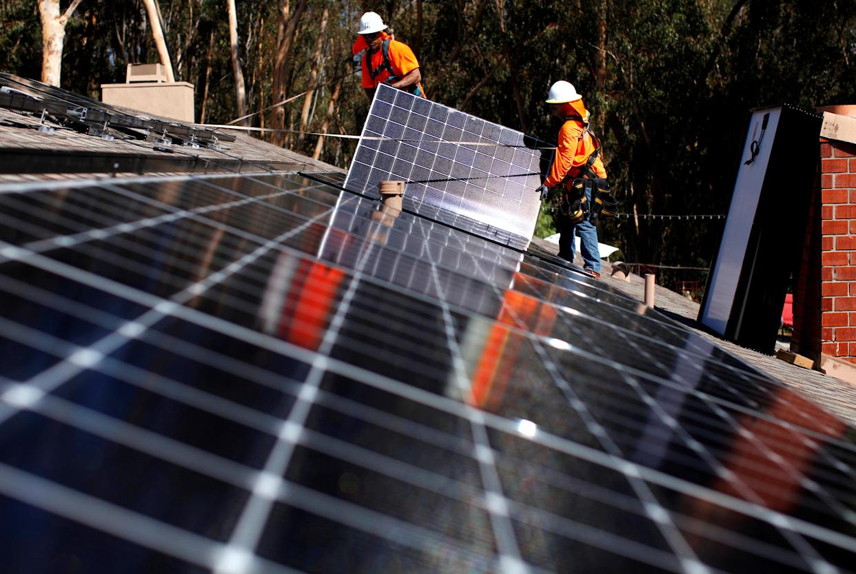 Baker Electric employees install solar panels on the roof of a home in San Diego, on Oct. 14, 2016. (Photo: Mike Blake/Reuters)