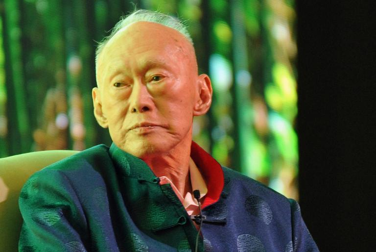 """Singapore's founding leader and former prime minister Lee Kuan Yew, who has been on life support in hospital, """"has deteriorated further"""" and is """"critically ill"""", the government says"""