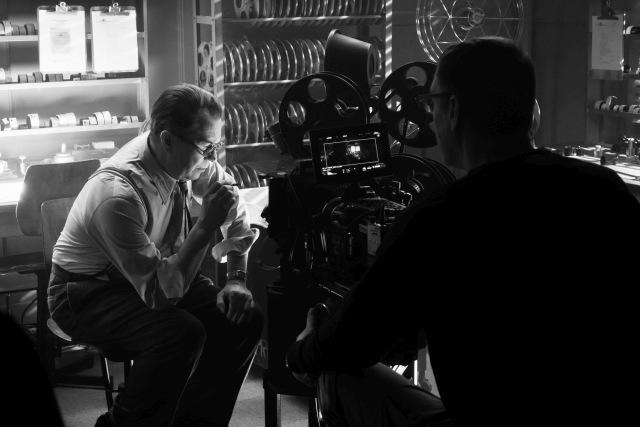David Fincher's MANK is a scathing social critique of 1930s Hollywood through the eyes of alcoholic screenwriter Herman J. Mankiewicz (Gary Oldman) as he races to finish the screenplay of Citizen Kane for Orson Welles. Gary Oldman on the set of Mank. Cr. Nikolai Loveikis.