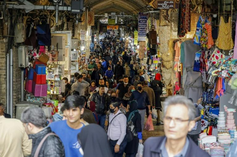 Iranians have been flooding the Grand Bazaar in the capital Tehran despite calls by officials to avoid crowds as the death toll from the coronavirus surpass 1,000 (AFP Photo/-)