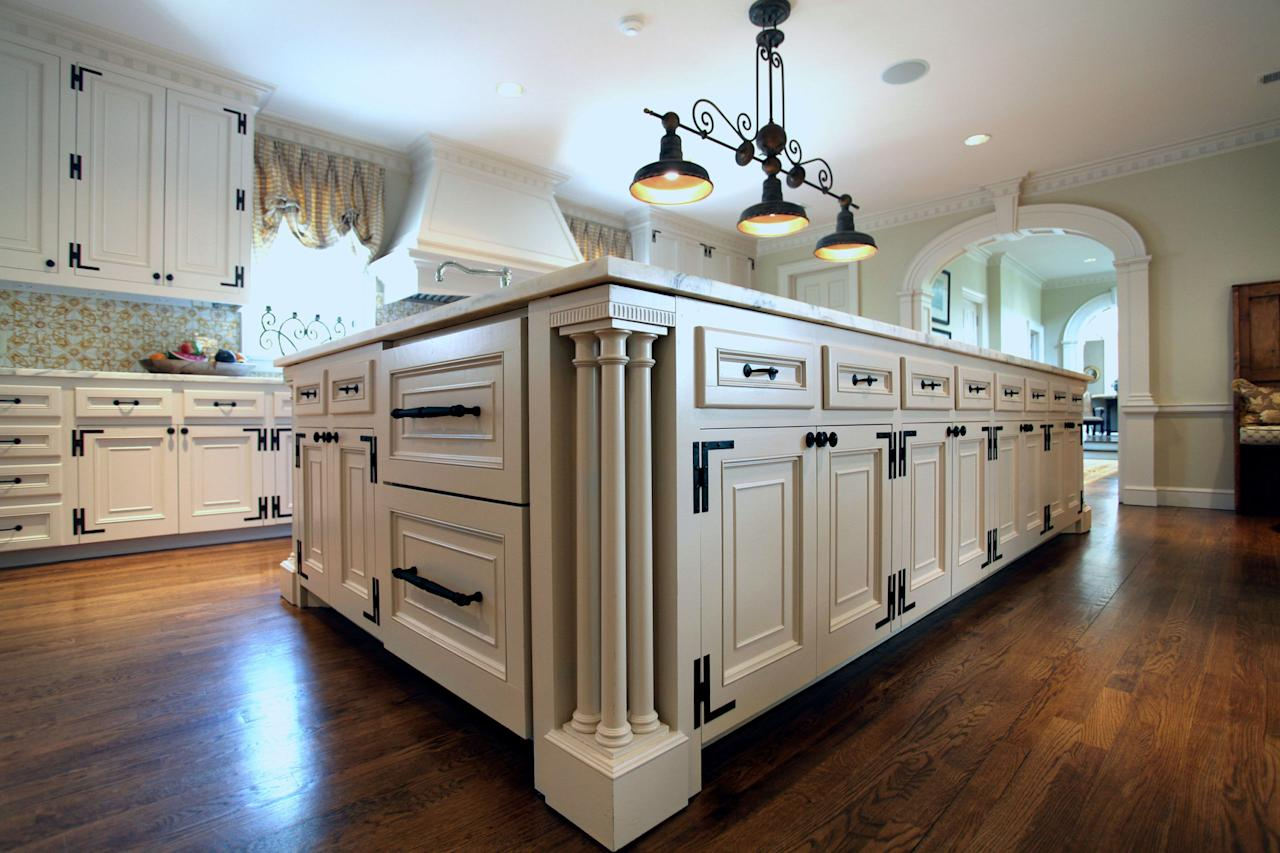 5 critical tips you should read before restoring an old house for Federal style kitchen