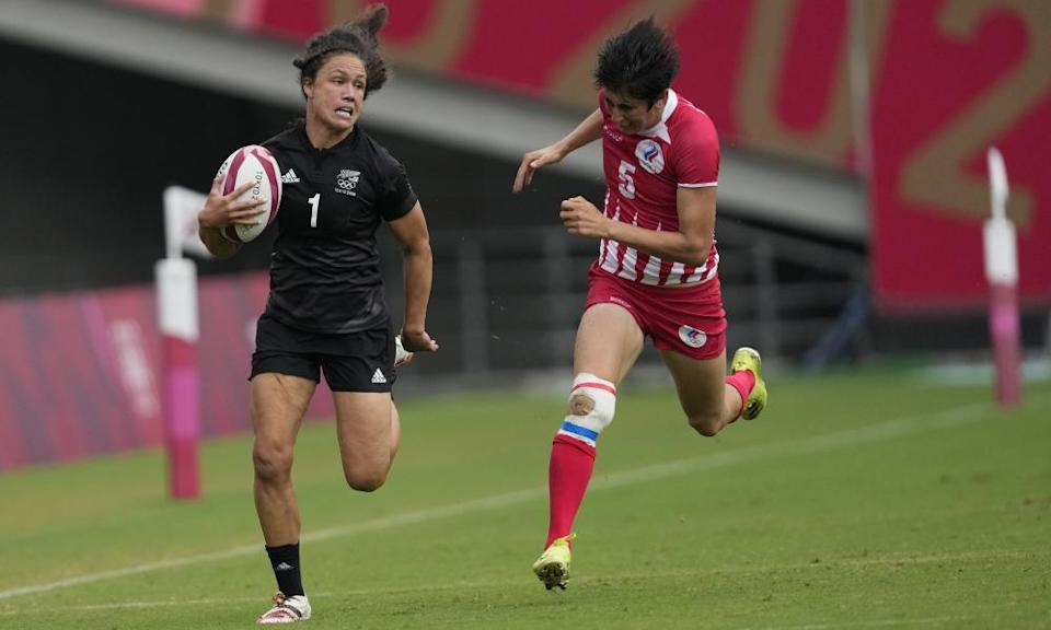 Ruby Tui runs with the ball