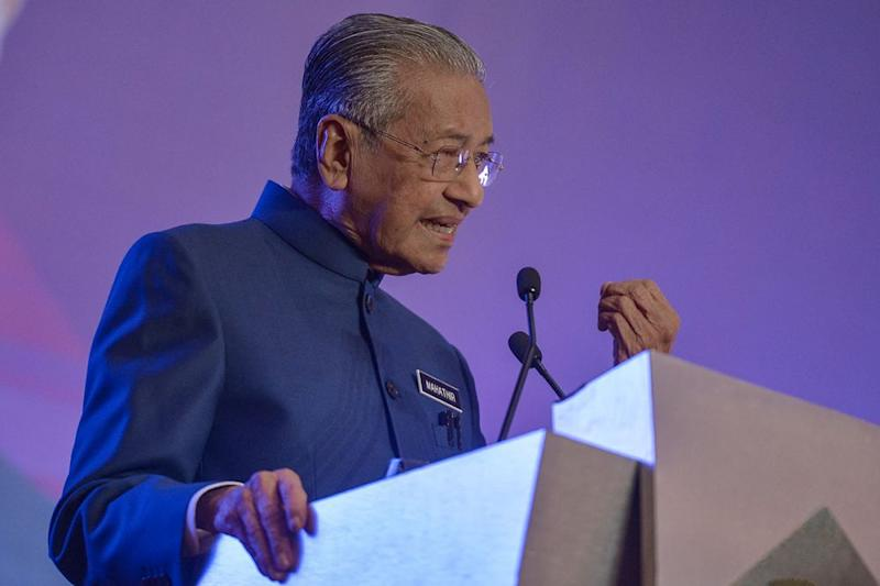 Dr Mahathir said civil servants are not obliged to follow instructions that violate the rule of law and which lead to criminal offences. — Picture by Mukhriz Hazim