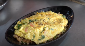 "台式蛋炒飯 | Taiwanese egg fried rice (Screenshot taken from <span><a href=""https://www.youtube.com/channel/UCH3aos_uf4pGHbkANSbceEg"" rel=""nofollow noopener"" target=""_blank"" data-ylk=""slk:Terry Films"" class=""link rapid-noclick-resp"">Terry Films</a> </span>video)"
