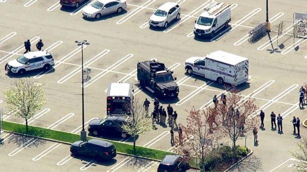 PHOTO: Police respond to the scene of a shooting at a Stop & Shop supermarket in West Hempstead, N.Y., April 20, 2021. (WABC via AP)