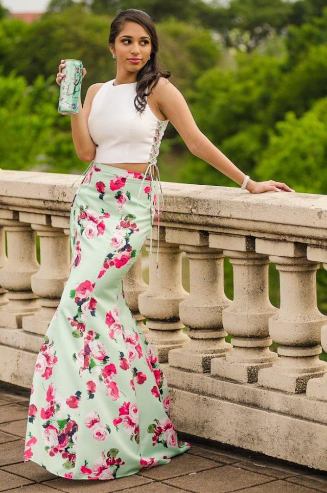 This teen's prom look is an ode to iced tea. (Photo: Yaobin Chen)