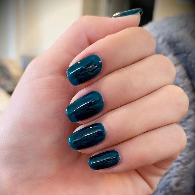 """<p>Sel is making the over-the-top jelly nails trend look totally wearable with this chic navy mani. The see-through design makes them feel super edgy, while the midnight hue keeps the vibe low-key. </p><p><a href=""""https://www.instagram.com/p/B09_jXEnAUL/"""" rel=""""nofollow noopener"""" target=""""_blank"""" data-ylk=""""slk:See the original post on Instagram"""" class=""""link rapid-noclick-resp"""">See the original post on Instagram</a></p>"""