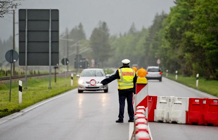 A policeman stops a car at the German-Austrian border near Mittenwald, southern Germany, on May 26, 2015 (AFP Photo/Sven Hoppe)