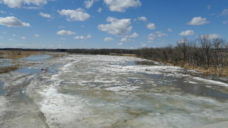 Brandon flood prep underway as Assiniboine River expected to crest next week