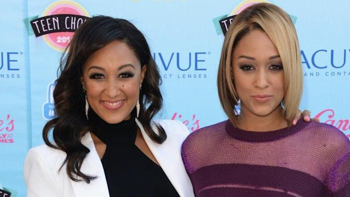 Actresses Tamera Mowry (L) and Tia Mowry attend the Teen Choice Awards 2013 at Gibson Amphitheatre on August 11, 2013 in Universal City, California. (Photo by Jason Merritt/Getty Images)