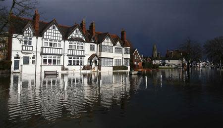 The river Thames floods the village of Datchet, southern England February 10, 2014. REUTERS/Eddie Keogh