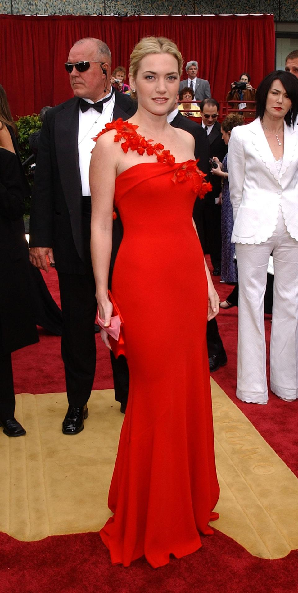 In 2012, Kate Winslet matched the red carpet in a Ben de Lisi gown. The flattering design featured a floral strap and a slightly flared skirt.