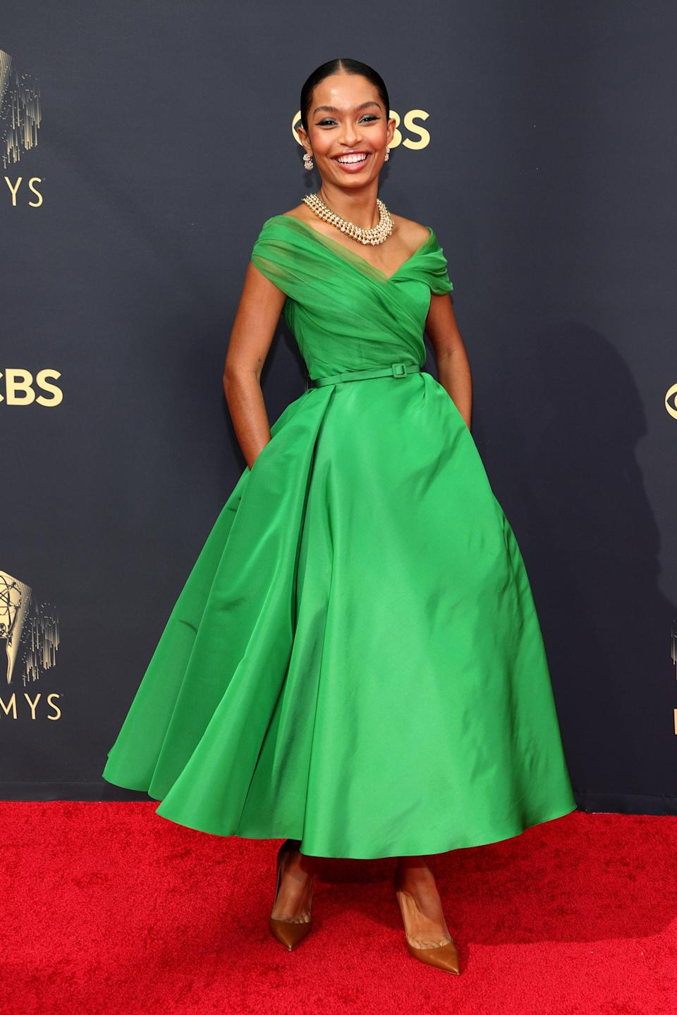 So pretty! Yara chose a bright green, '50s-inspired Dior for her red carpet look and added a bold necklace, matching earrings, and neutral pumps.