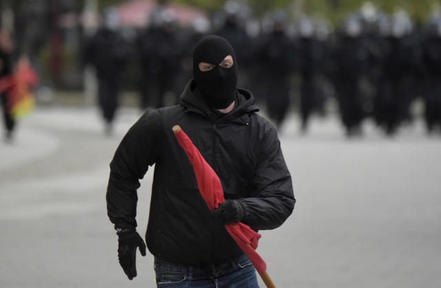 <p>A masked leftist demonstrator flees approaching police who try to separate leftist and nationalist demonstrators in Chemnitz, eastern Germany, Saturday, Sept. 1, 2018, after several nationalist groups called for marches protesting the killing of a German man last week, allegedly by migrants from Syria and Iraq. (Photo: Jens Meyer/AP) </p>