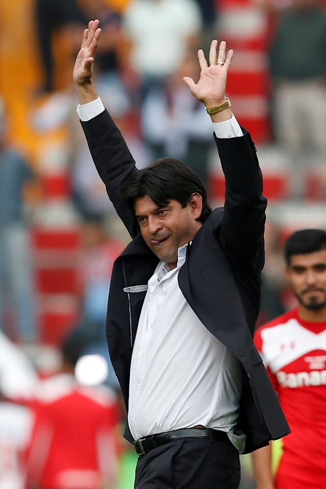 Football Soccer - Toluca v Sao Paulo - Copa Libertadores - Nemesio Diez Stadium, Toluca, Mexico 04/05/2016. Coach Jose Saturnino Cardozo of Mexico's Toluca gestures during their soccer match against Brazil's Sao Paulo. REUTERS/Edgard Garrido/File Photo