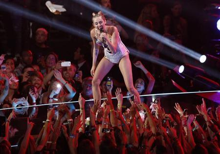 "Singer Miley Cyrus performs ""We Can't Stop"" during the 2013 MTV Video Music Awards in New York"