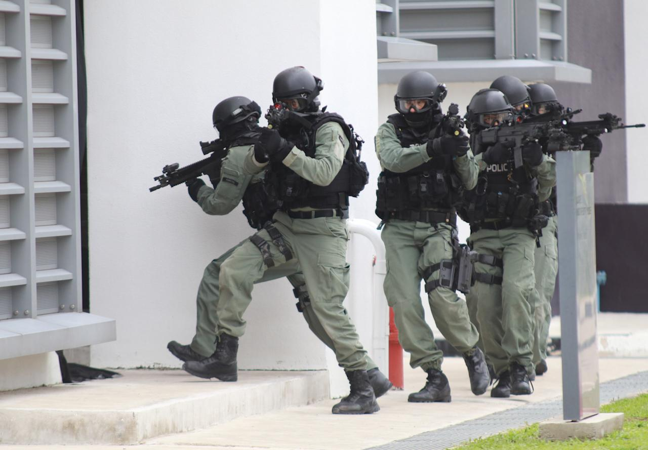<p>SOC's Special Tactics and Rescue (STAR) officers prepare to enter a building. Photo: Hannah Teoh/Yahoo News Singapore </p>