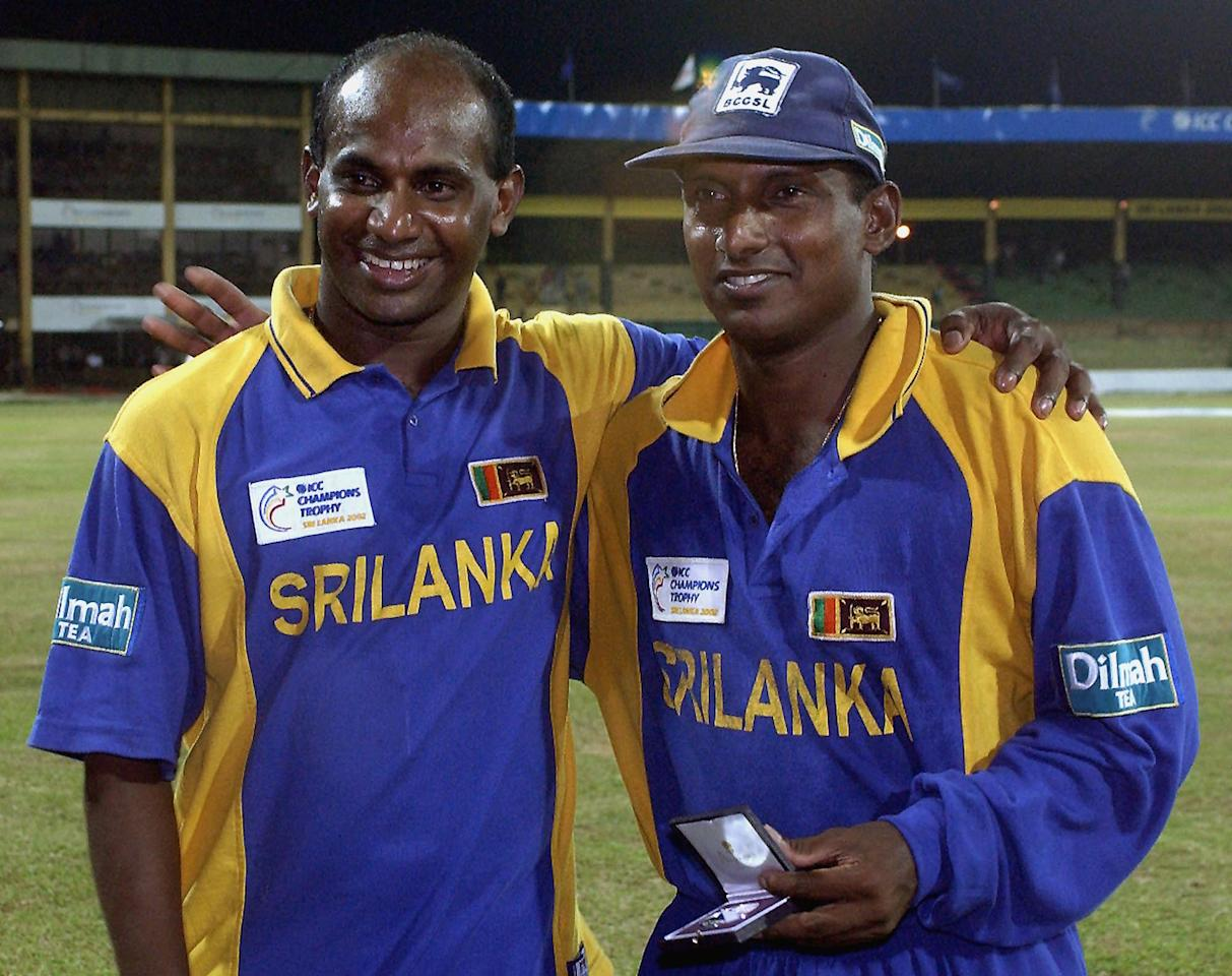 """Sri Lankan captain Sanath Jayasuriya (L) and """"Man of the Match"""" Aravinda de Silva pose at a Man of the Match cermony following their ICC Champions Trophy second semi-final match against Australia at Premadasa Stadium in Colombo, 27 September 2002.  Sri Lanka win the match by seven wickets and go to the finals.     AFP PHOTO/RAVEENDRAN"""