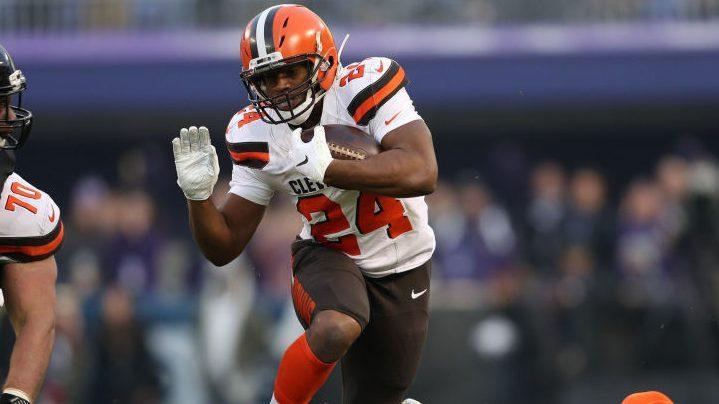 Browns give troubled Hunt second chance