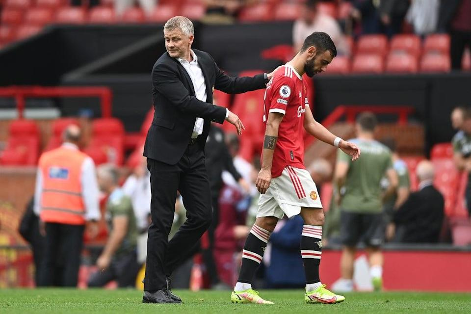 United coach Ole Gunnar Solskjaer consoles Fernandes at full-time (Getty Images)