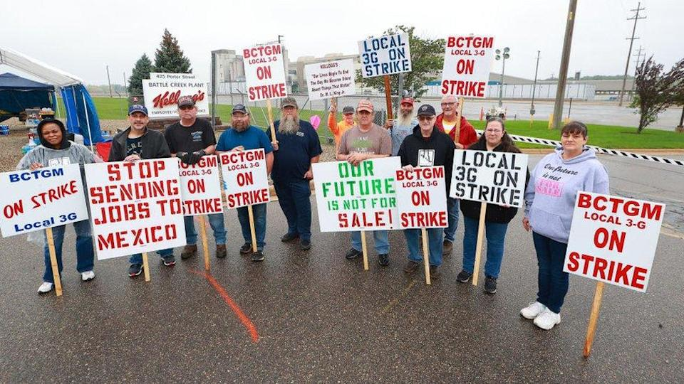 Kellogg's Cereal plant workers demonstrate at the Battle Creek plant in Michigan