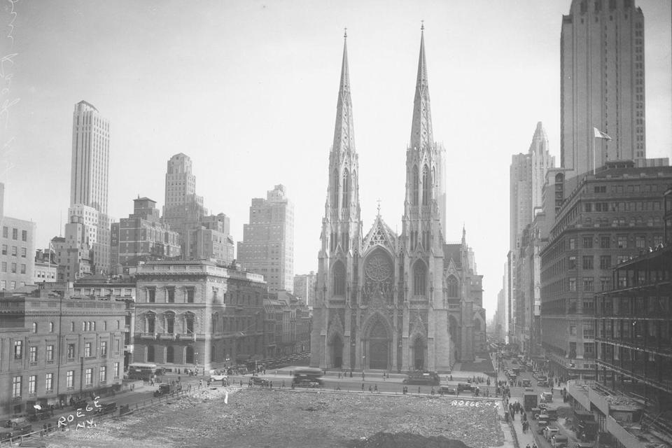 <p>A striking view of St. Patrick's Cathedral on Fifth Avenue between 50th Street and 51st Street.</p>