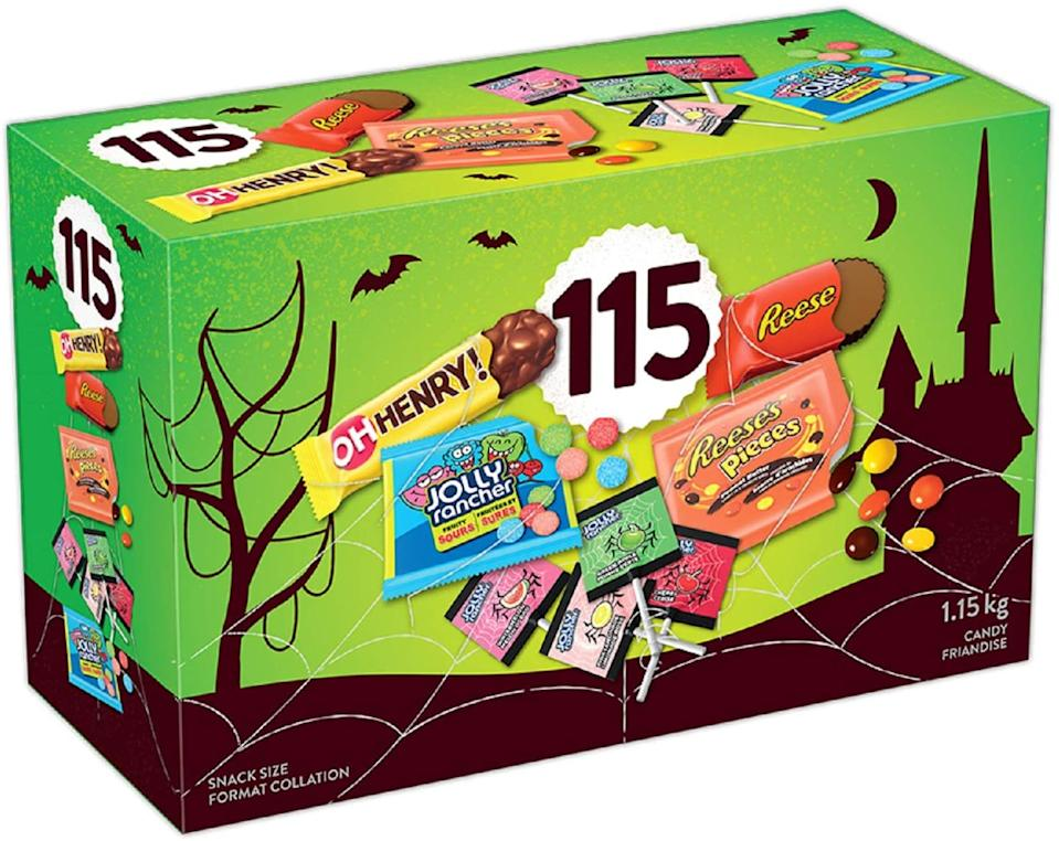 HERSHEY'S 115ct Assorted Halloween Chocolates and Candy - 1.15kg- Includes Reese, Reese's Pieces, OH Henry! and Jolly Rancher Snack Sized Candies